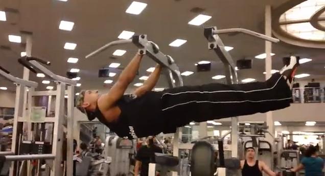 Bar Muscle Ups in Globo Gym